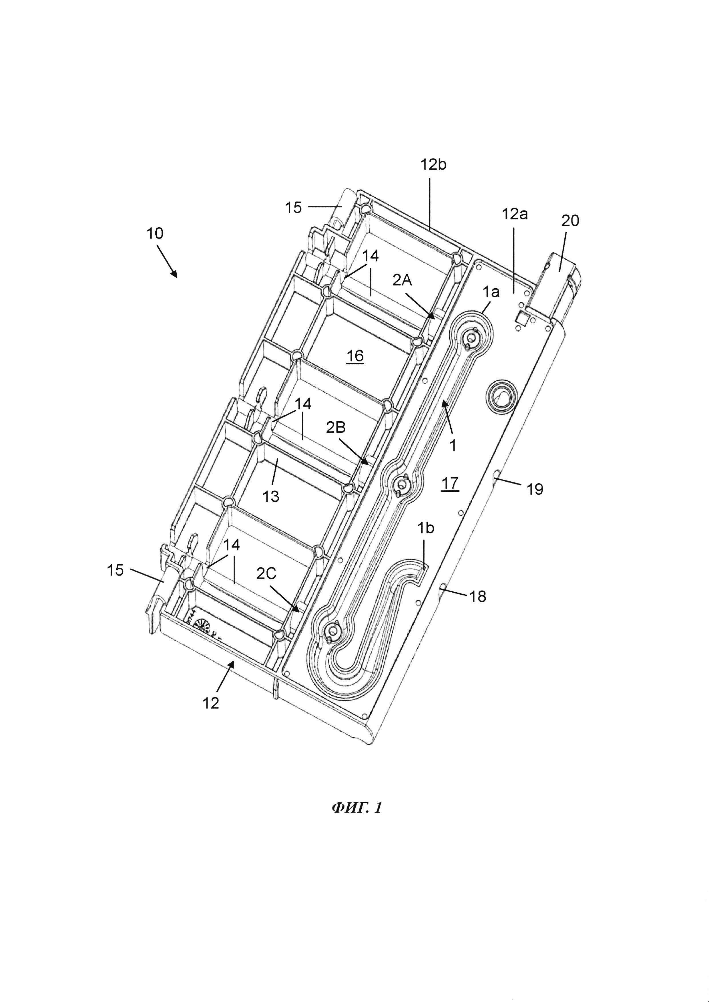 Устройство для транспортировки текучей среды, кассета для вставления в устройство подачи текучей среды и устройство для подачи текучей среды